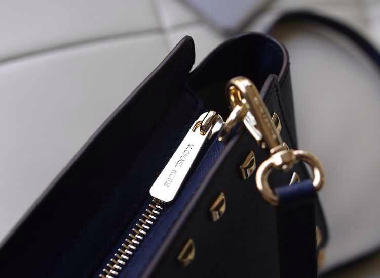 品牌女包MK Michael Kors 小号铆钉包蝙蝠包深蓝牛皮斜挎包