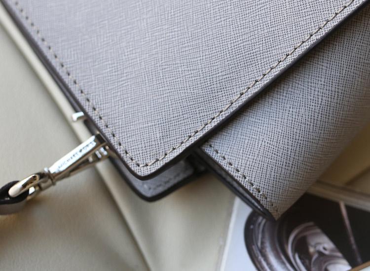 高档时尚包包 MK Michael Kors 蝙蝠包小号银色十字纹原版牛皮斜挎包