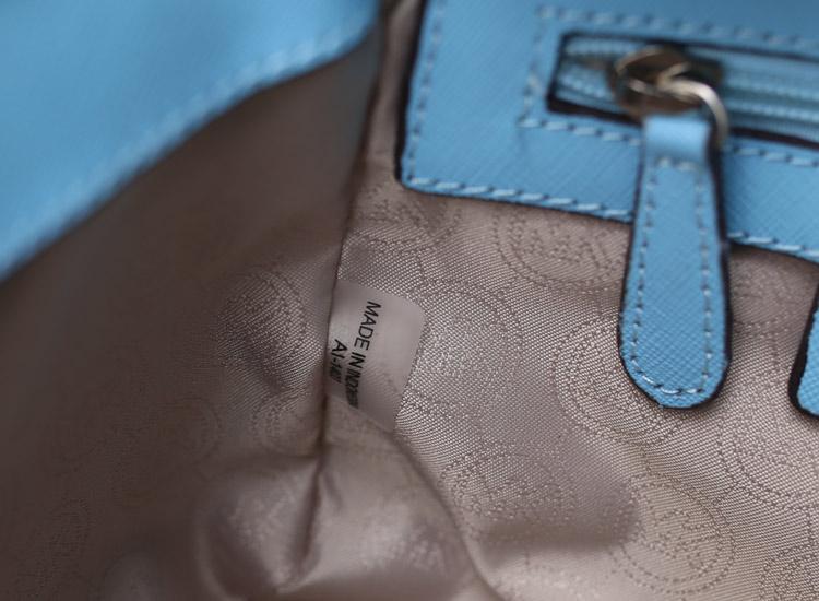 MK新款包包 Selma原版十字纹牛皮小号蝙蝠包斜挎单肩包冰蓝