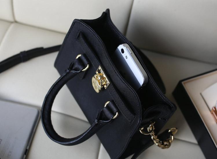时尚百搭女包 黑色 原版牛皮 MK锁头包迷你小号出货