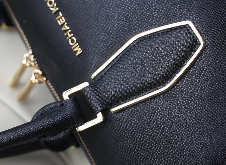 MK新款出货 大号链条枕头贝壳包 黑色 十字纹牛皮手提女包