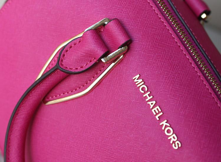MK枕头包大号 玫红色 十字纹牛皮链条手提斜挎贝壳包
