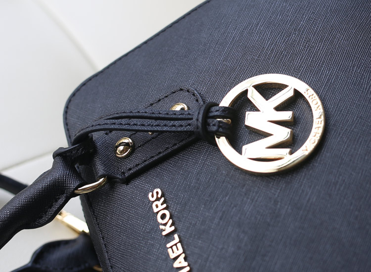 厂家直销 MK进口头层十字纹牛皮 Jet Set贝壳包枕头包 黑色女包