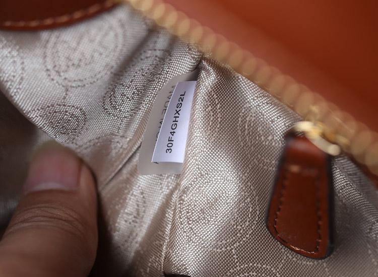 Michael Kors 秋冬新款蝙蝠锁头包中号 棕色 进口牛皮女包手提包