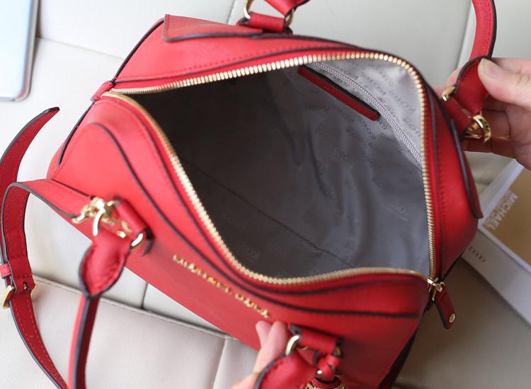 欧美大牌女包 MK进口十字纹牛皮 大红色 中号贝壳枕头包散标款