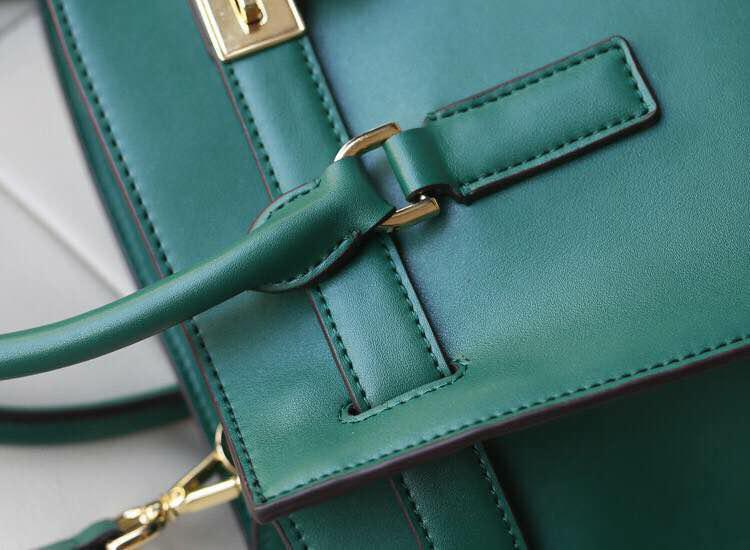 Michael Kors MK包包批发 秋冬新款进口顶级牛皮蝙蝠锁头包 真皮女士手提包单肩包 浅绿色