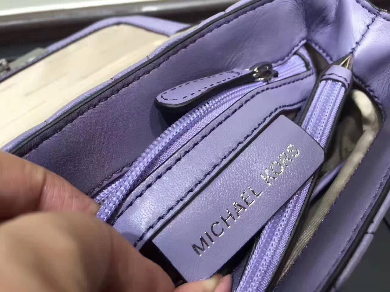 MK迈克科尔斯秋冬新款女包 紫色三角纹羊皮链条单肩包小号21CM