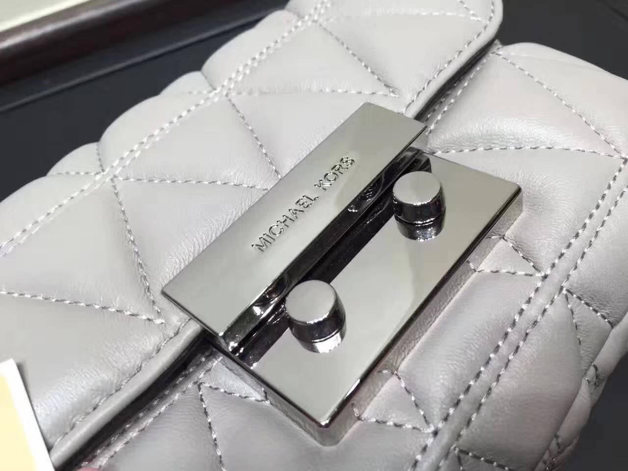 MK包包批发 迈克科尔斯17年秋冬新款羊皮单肩包链条女包灰色小号21CM