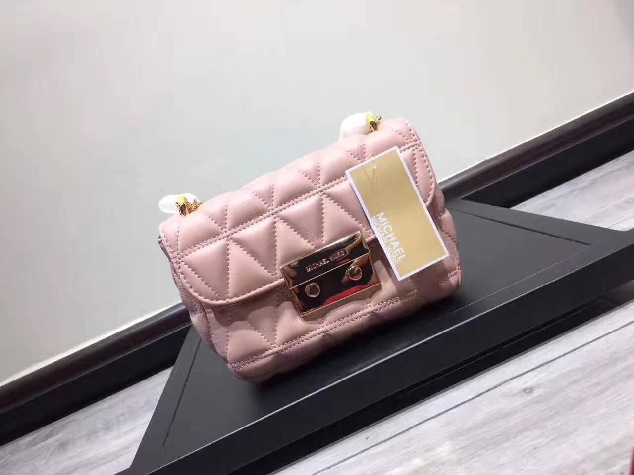 奢侈品包包 MK17年秋冬新款包包粉色原版羊皮链条单肩包小号21CM