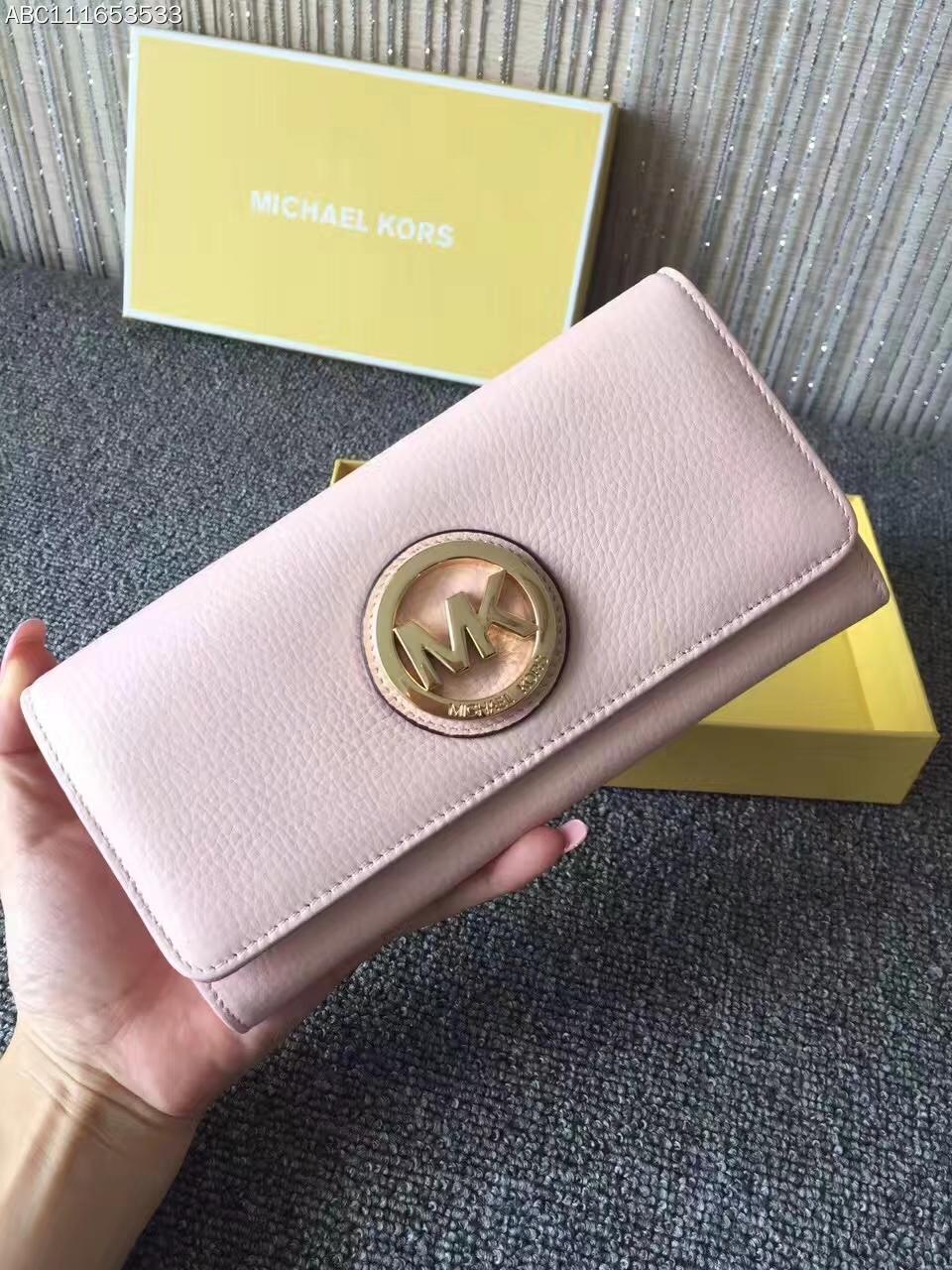 MK钱夹价格 迈克高仕裸粉色荔枝纹牛皮金牌Logo三折吸扣钱包20cm