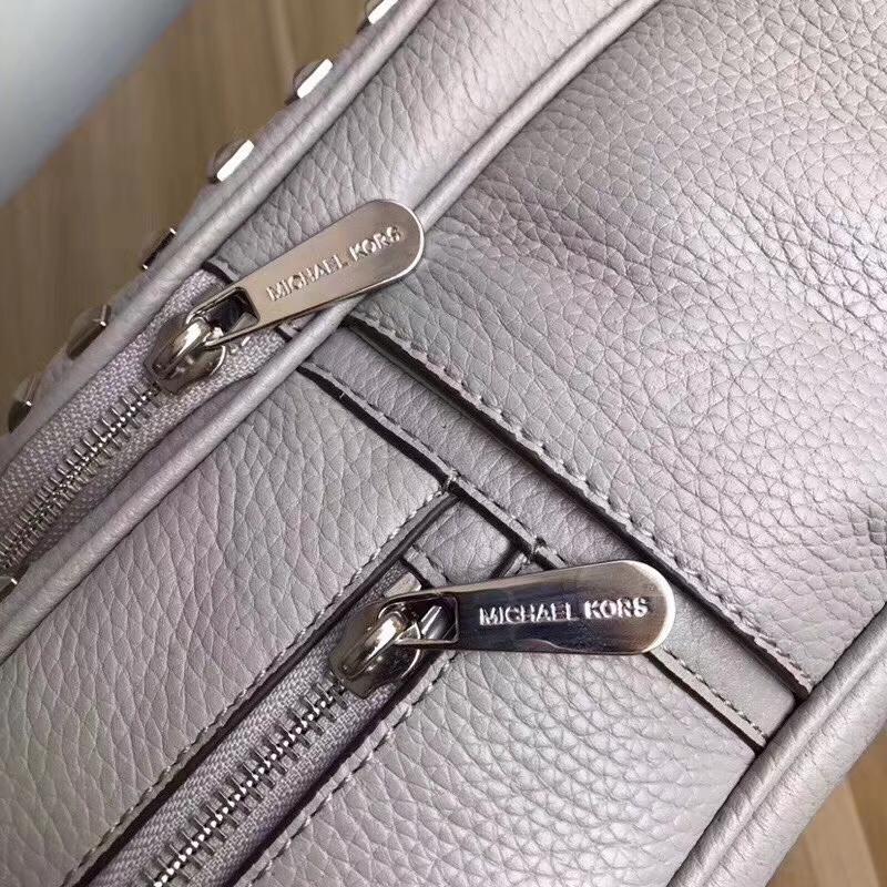 MK包包批发 迈克高仕灰色荔枝纹牛皮铆钉款双肩背包25*32cm