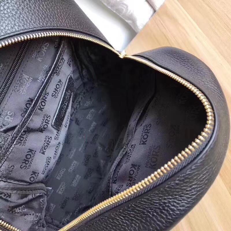迈克高仕MK纯原黑色荔枝纹牛皮铆钉双肩包旅行背包25*32cm