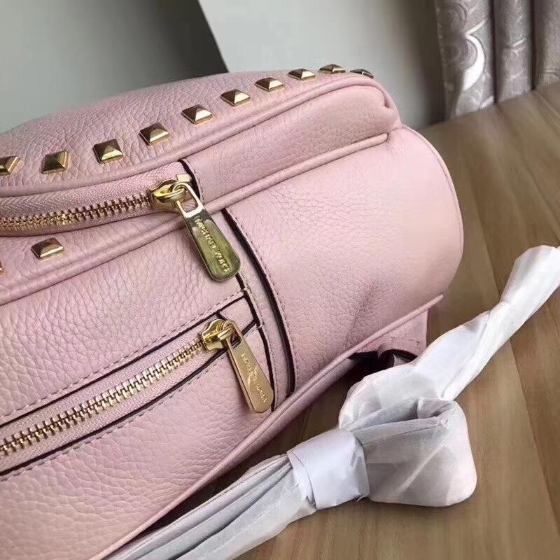 迈克科尔斯新款女包 MK纯原荔枝纹牛皮铆钉双肩背包25*32cm 粉色