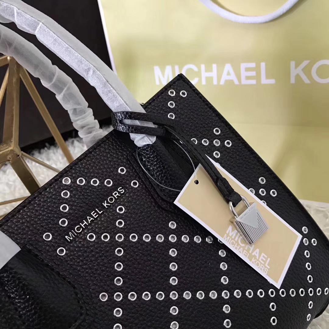 MK包包官网 迈克科尔斯原单荔枝纹牛皮 镂空穿孔Mercer手袋单肩包 黑色