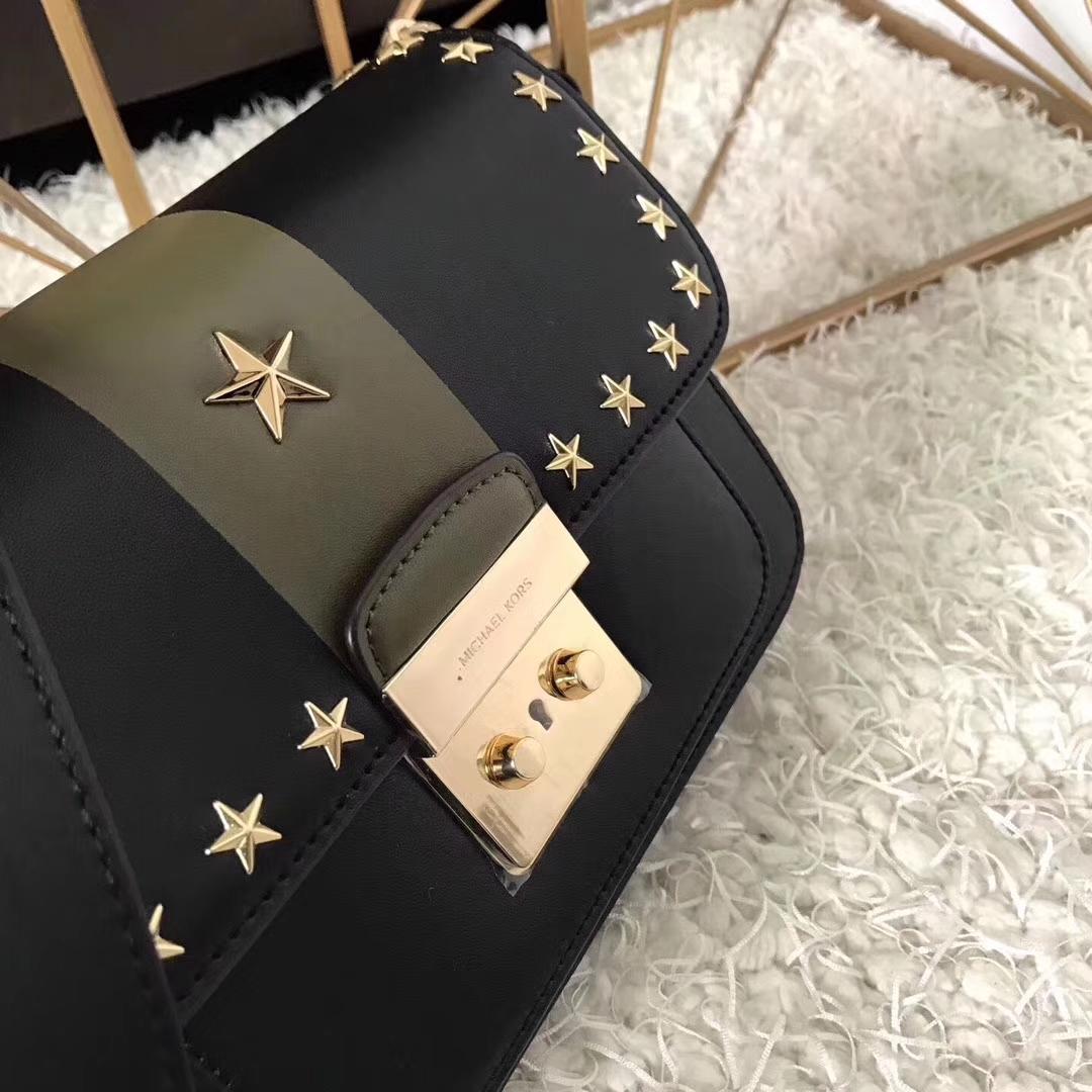 迈克高仕女包 MK纯原进口牛皮撞色五角星点缀翻盖单肩斜挎包包 黑色