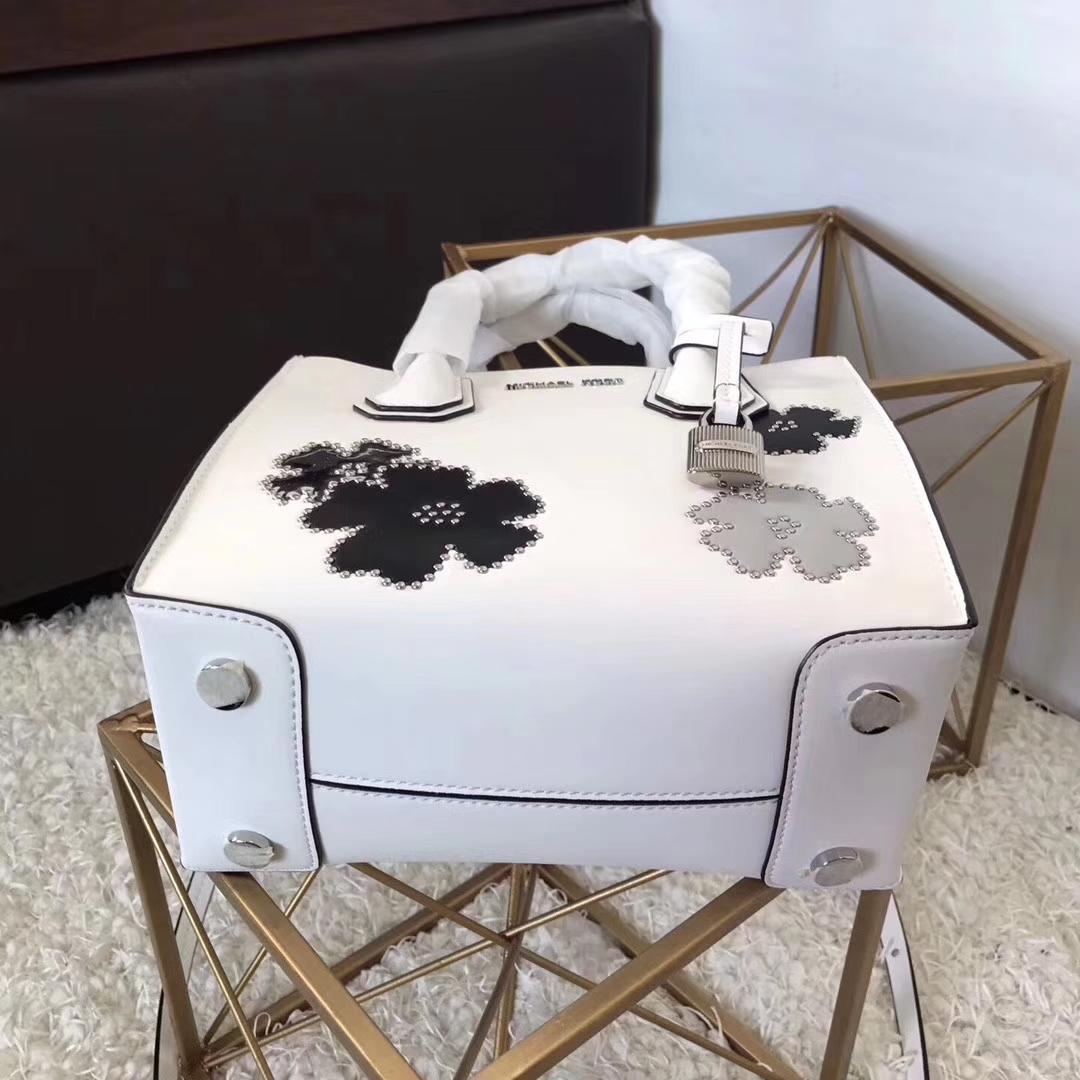 迈克科尔斯MK牛皮包包 白色平纹牛皮花朵Mercer手袋女款手提包22cm