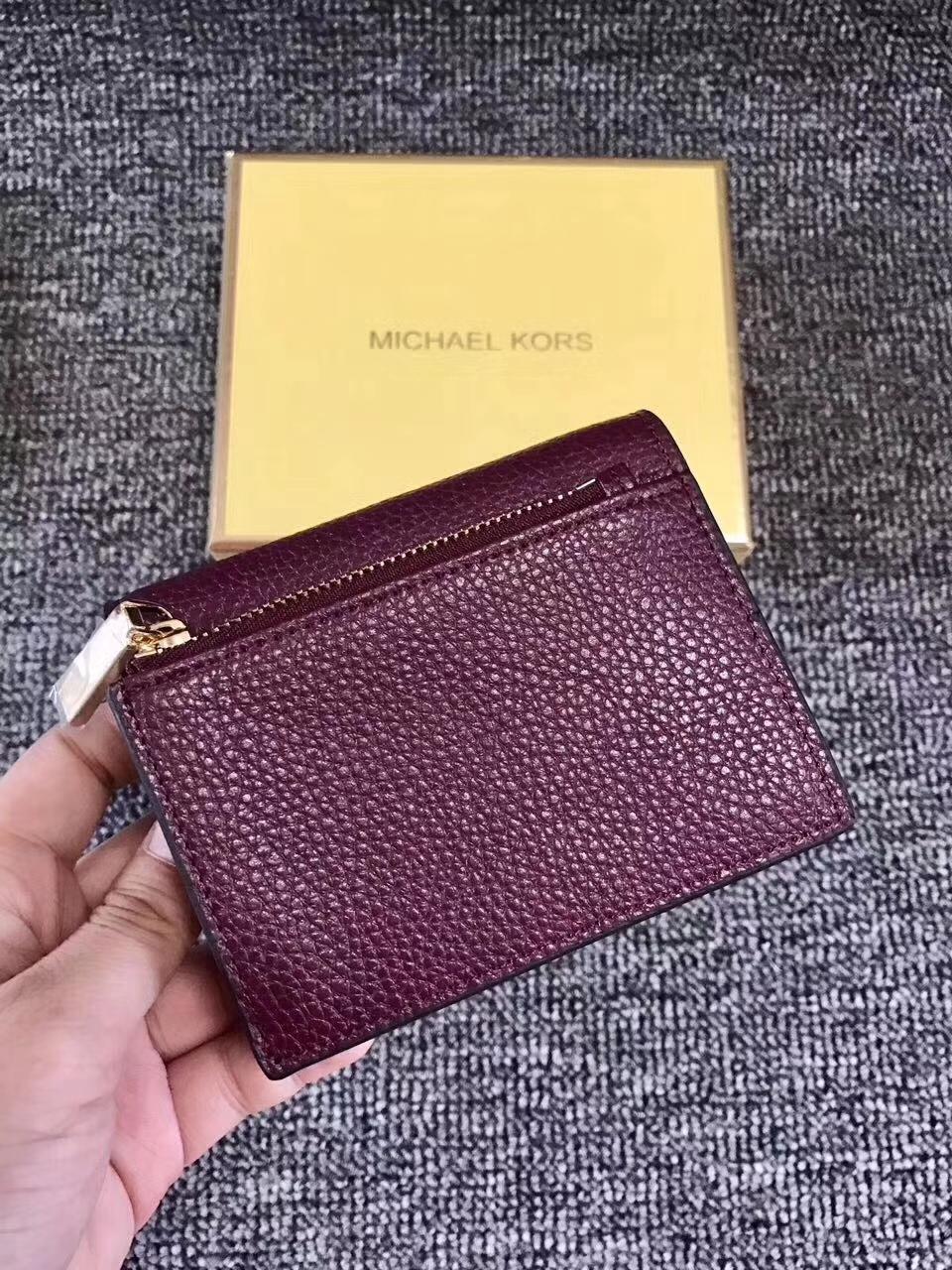 MK钱包批发 迈克科尔斯杨幂同款荔枝纹牛皮Mercer短款钱夹 紫红色