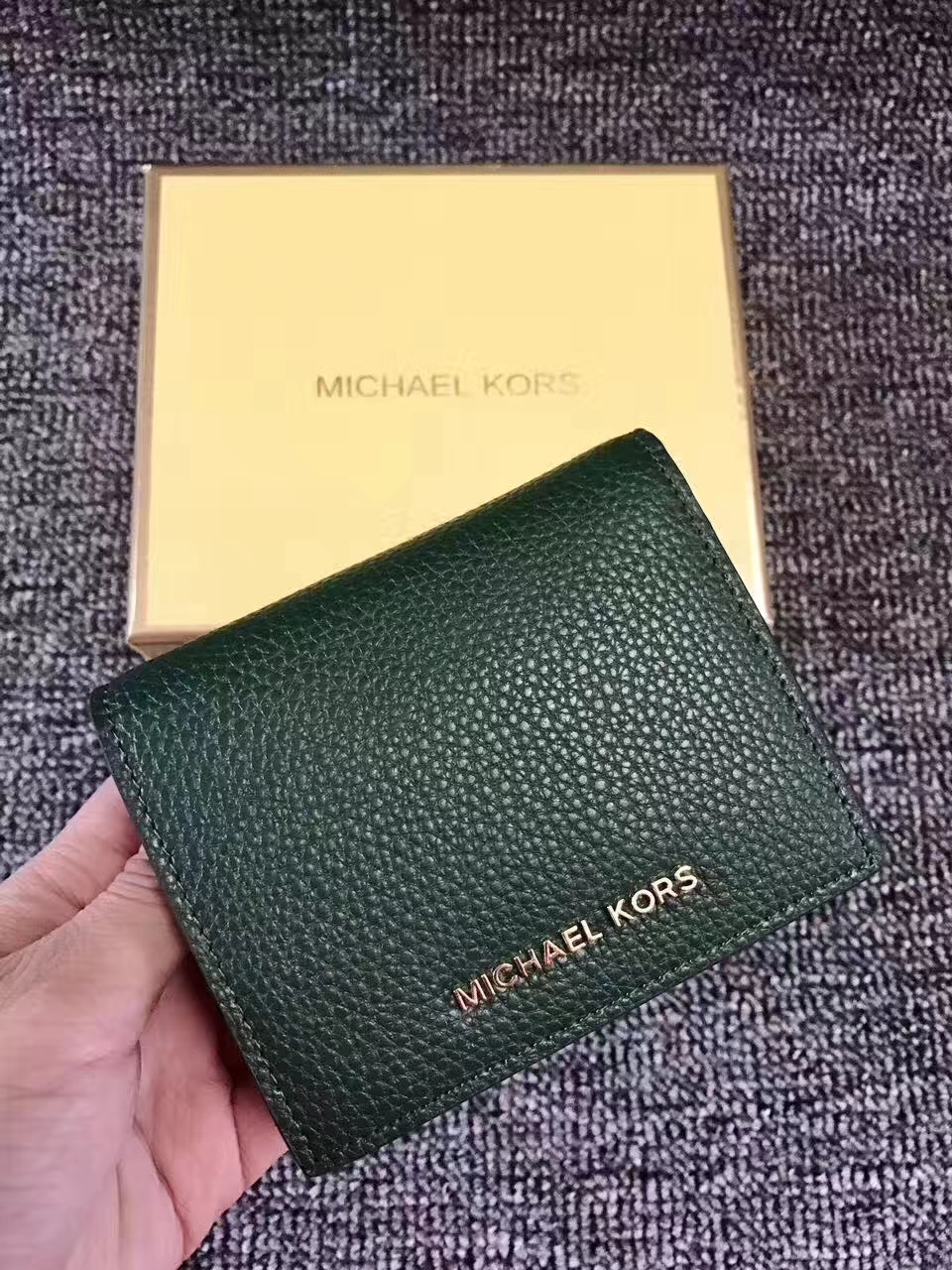 迈克科尔斯MK新款钱夹 杨幂同款Mercer短款吸扣钱包10CM 绿色