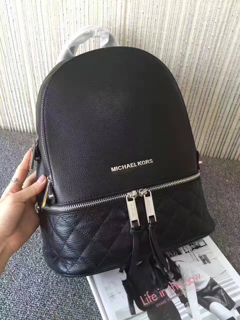 迈克科尔斯包包 MK新款头层牛皮绣线双肩包旅行背包27*30cm 黑色