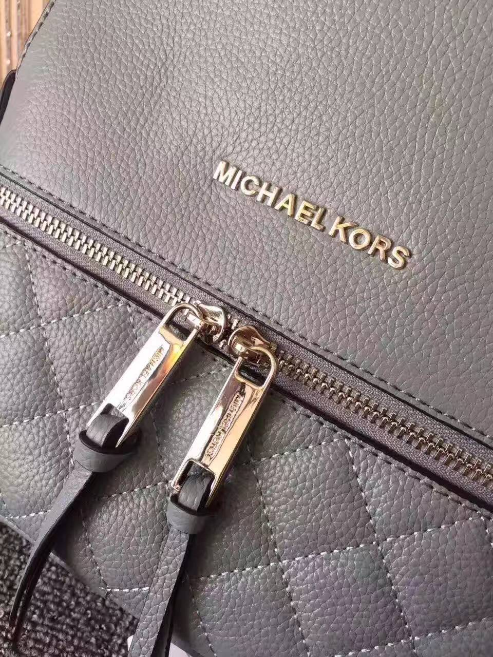 MK包包官网 迈克高仕灰蓝色进口牛皮绣线新款双肩包后背包27*30cm
