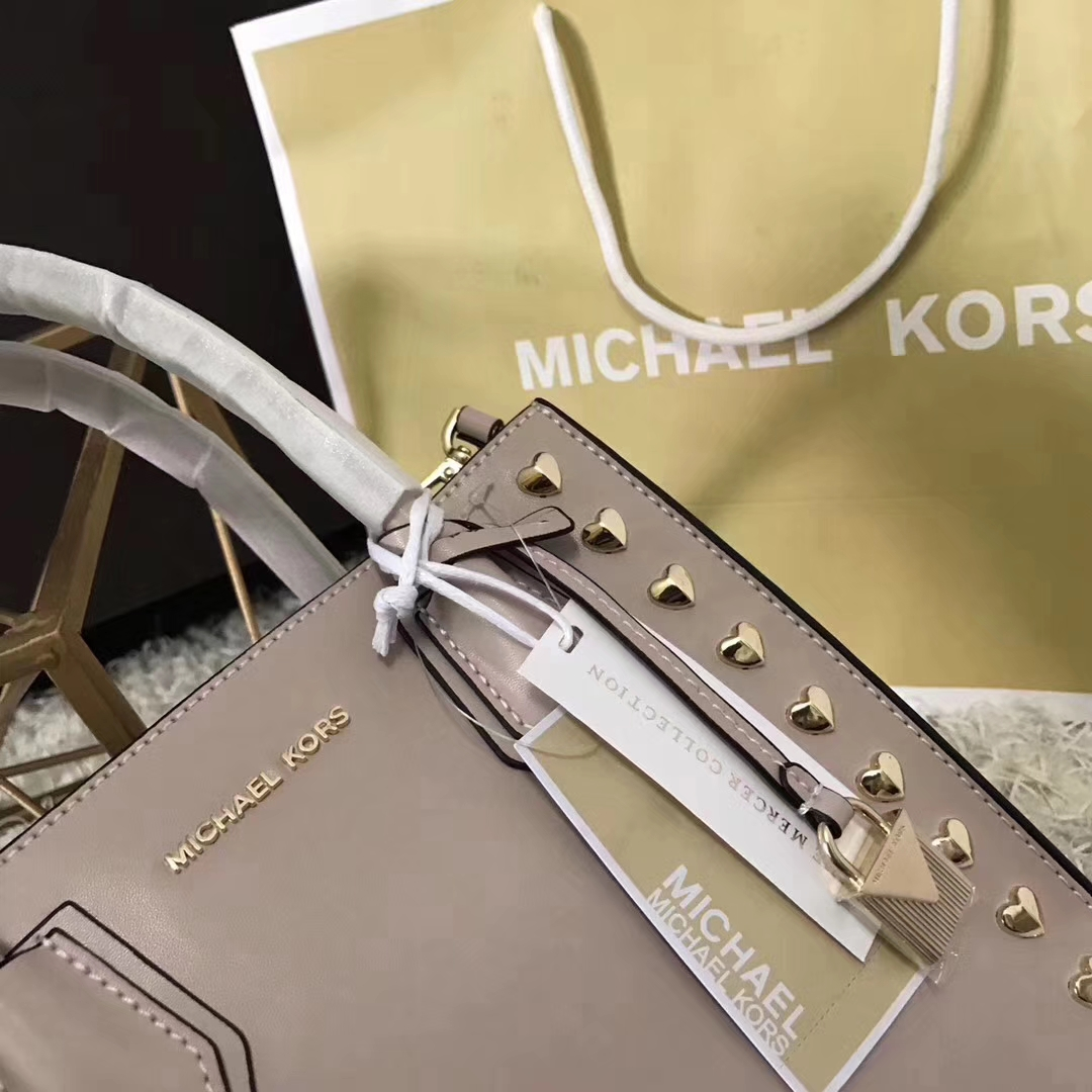 MK新款包包 迈克高仕粉色Napa牛皮心形铆钉Mercer手提单肩女包22cm
