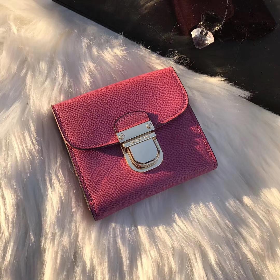 迈克科尔斯MK新款钱包 玫红色原单十字纹牛皮短款锁头钱夹10cm