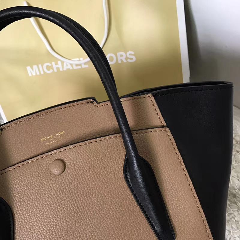 MK包包官网 迈克科尔斯原单棕色荔枝纹牛皮拼黑色纳帕牛皮手提包秋千包