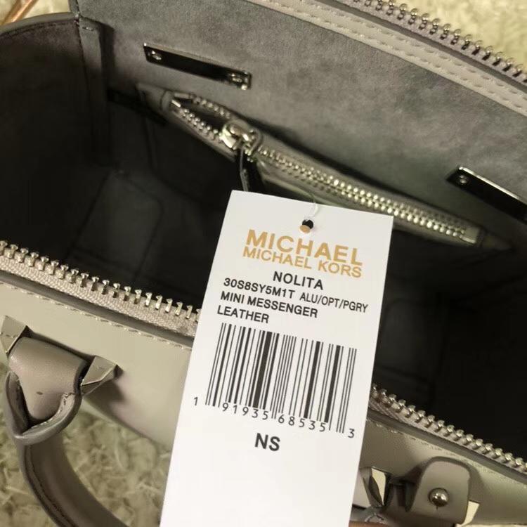 MK包包价格 迈克高仕灰拼白进口纳帕牛皮最新耳朵包手提单肩包小号21cm