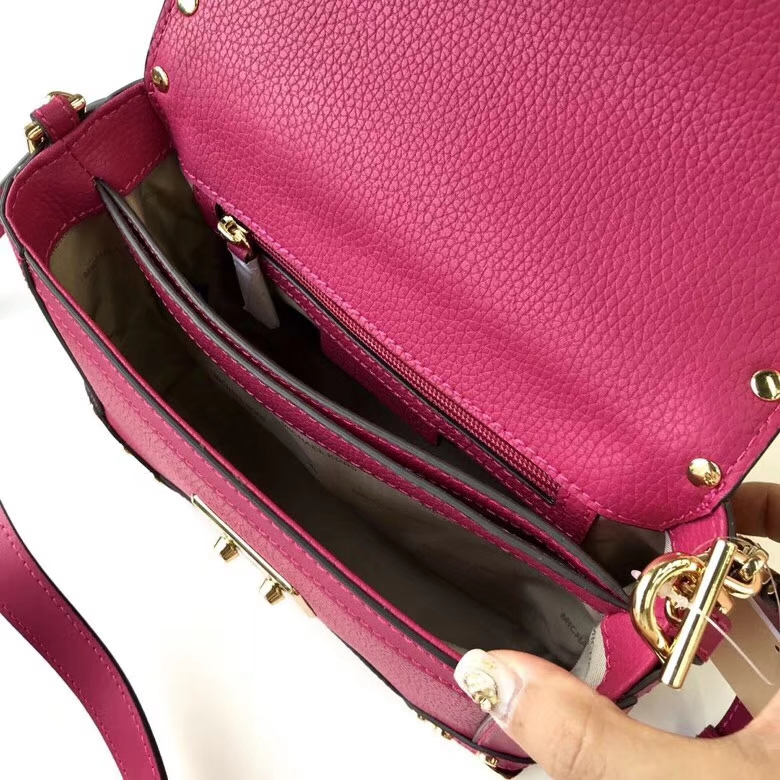MK包包官网 迈克科尔斯新款玫红色荔枝纹牛皮箱形手提包单肩包21cm