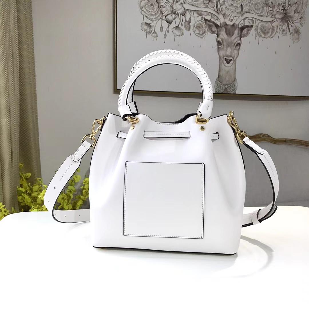 迈克高仕包包 MK新款女包Bucket手袋 白色纳帕牛皮编织手柄水桶包26cm