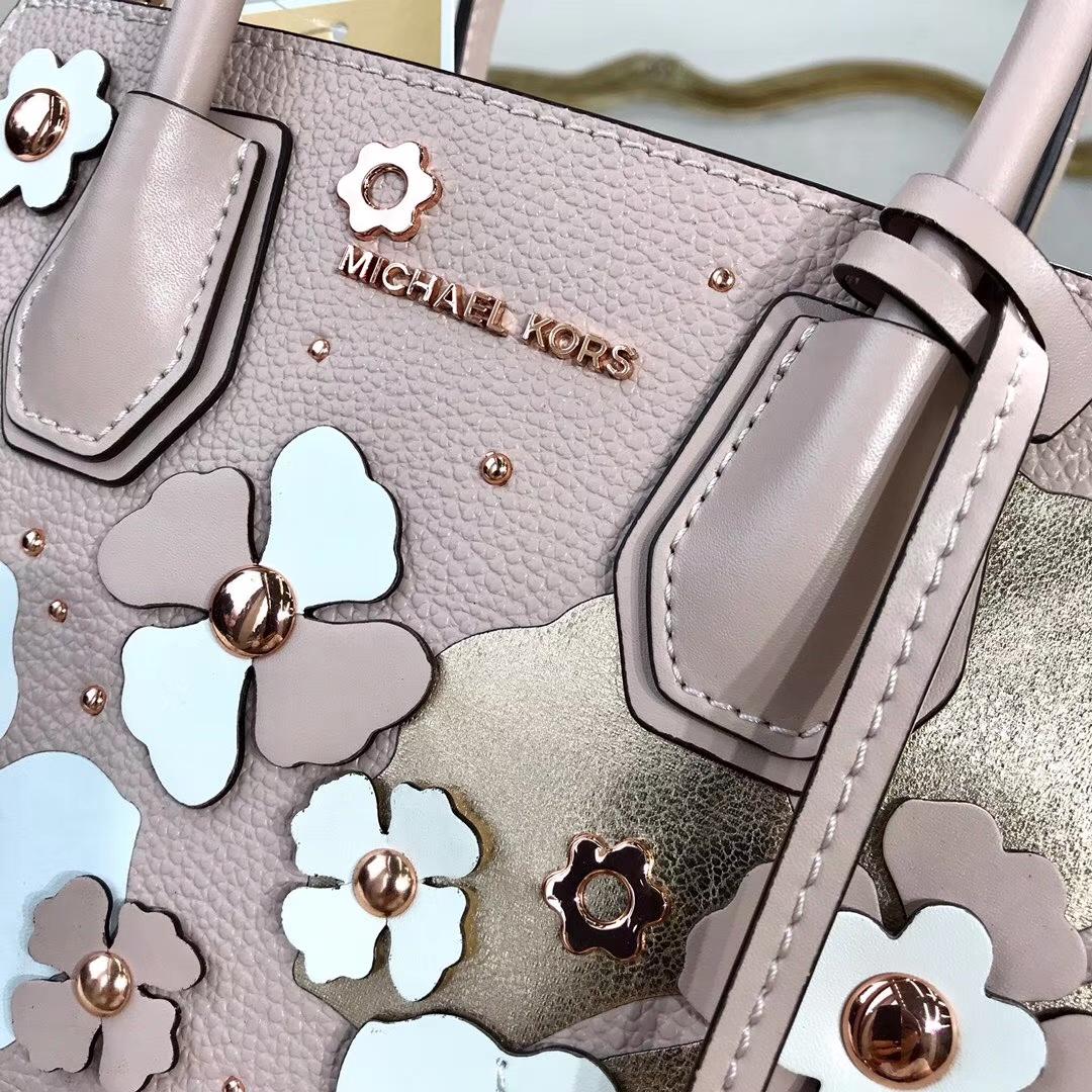 迈克高仕包包 MK粉色荔枝纹牛皮立体印花图案Mercer锁头包新款女包22CM