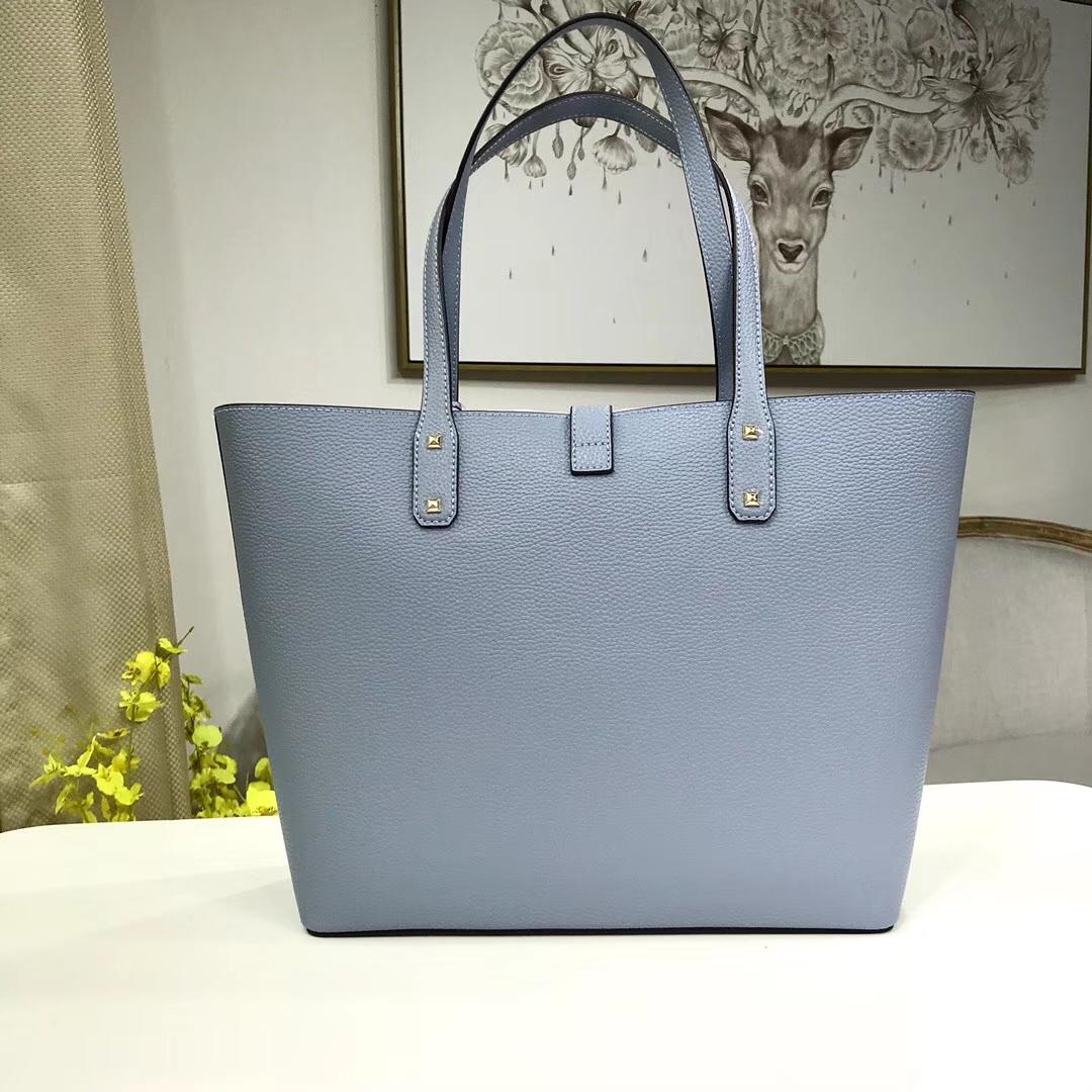 MK新款包包 迈克科尔斯浅蓝色原单荔枝纹牛皮MK购物袋单肩女包30CM