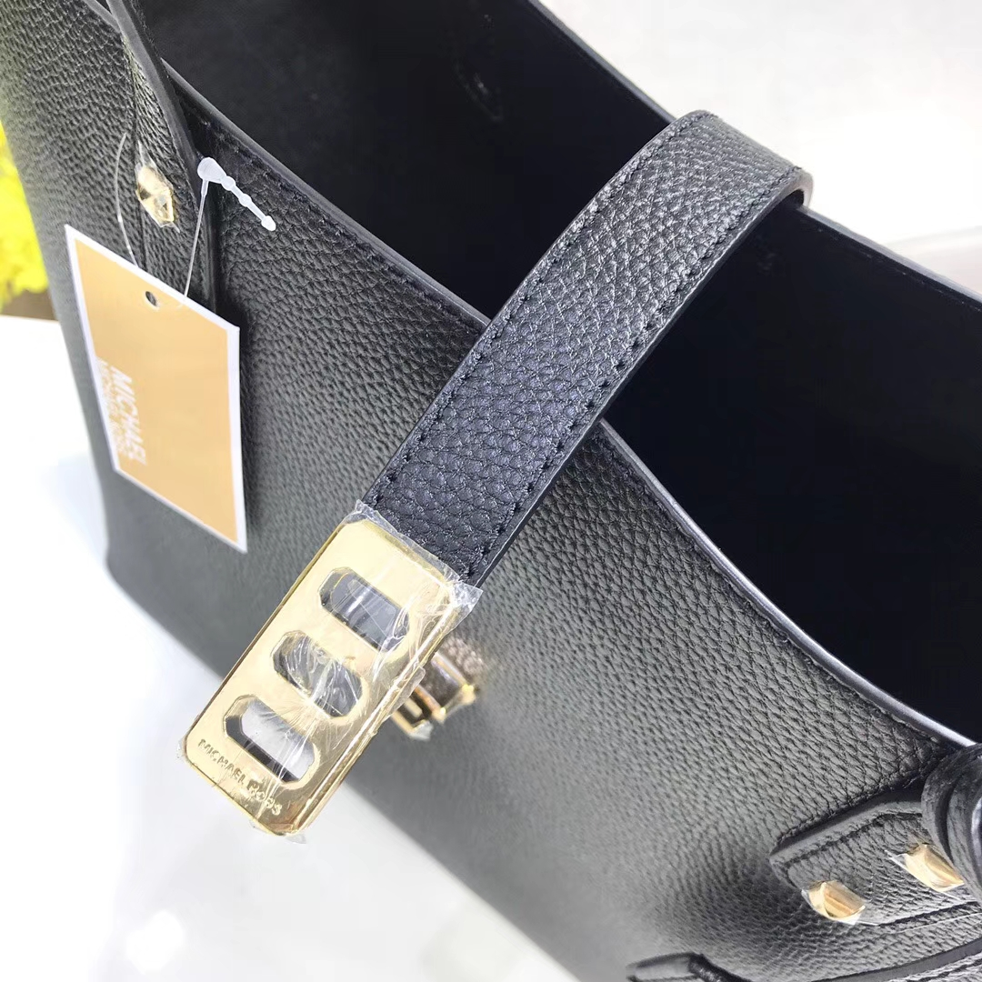 MK包包批发 迈克高仕MK2018新款购物袋 黑色牛皮荔枝纹单肩包30CM