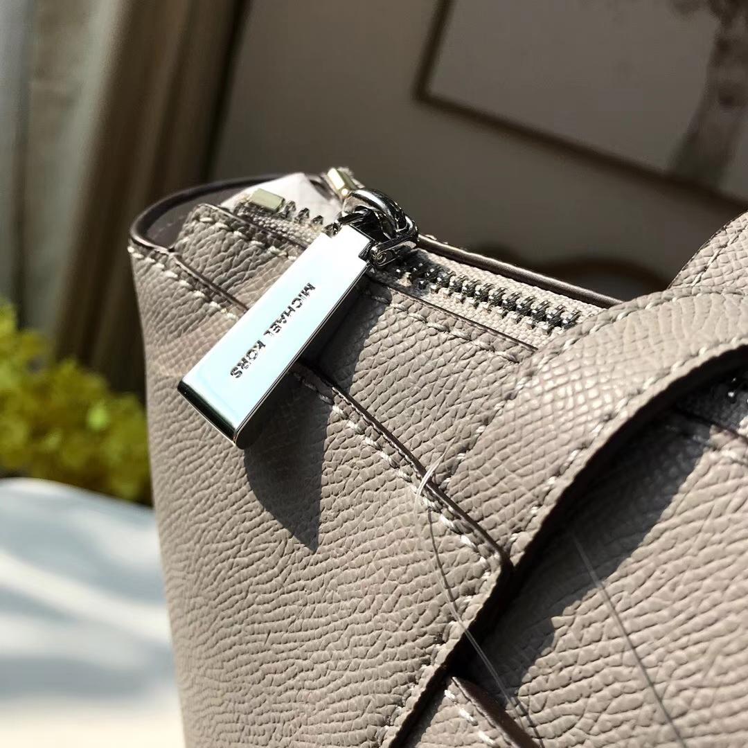 MK包包价格 迈克科尔斯MK灰色十字纹牛皮单肩女包购物包33CM