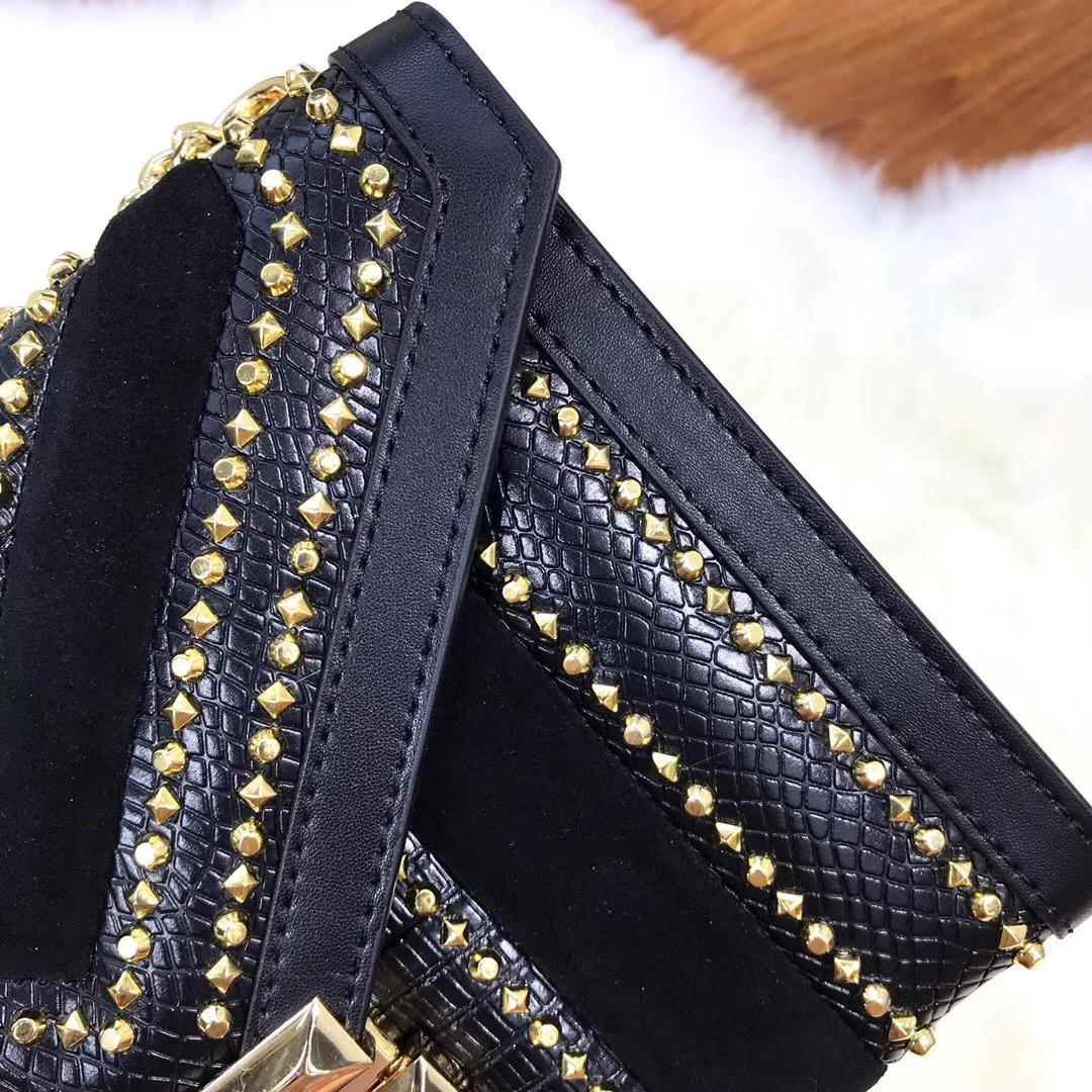 MK包包价格 迈克科尔斯黑色拼皮铆钉Whitney链条单肩斜挎包包24cm