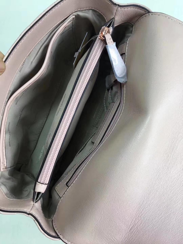 广州白云皮具城 MK迈克科尔斯粉色进口羊皮菱格链条斜挎包26cm