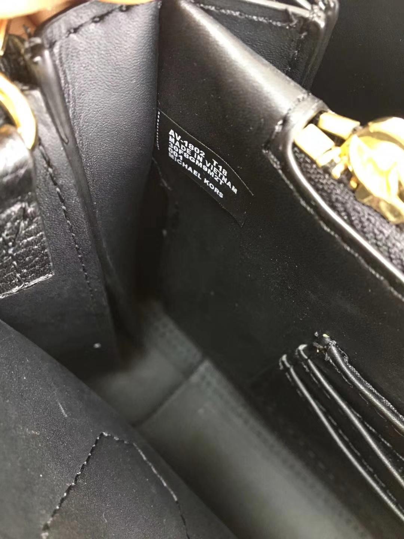 MK包包官网 迈克科尔斯黑色荔枝纹牛皮杨幂同款风琴手提包三个尺寸
