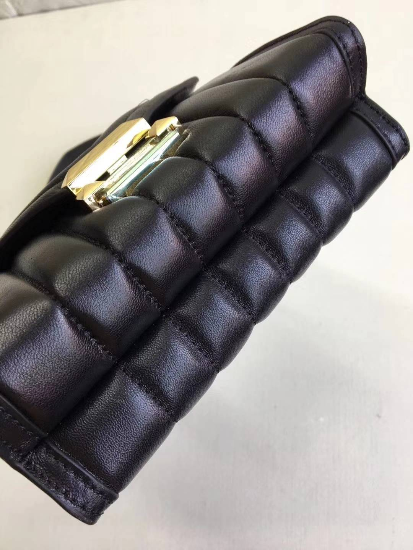 广州包包批发 MK迈克高斯V纹黑色羊羔皮Whitney链条单肩女包