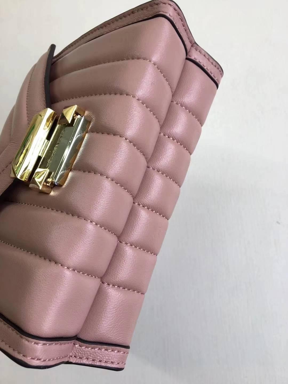 MK包包价格 迈克科尔斯V格羊皮链条单肩包Whitney女包 粉色