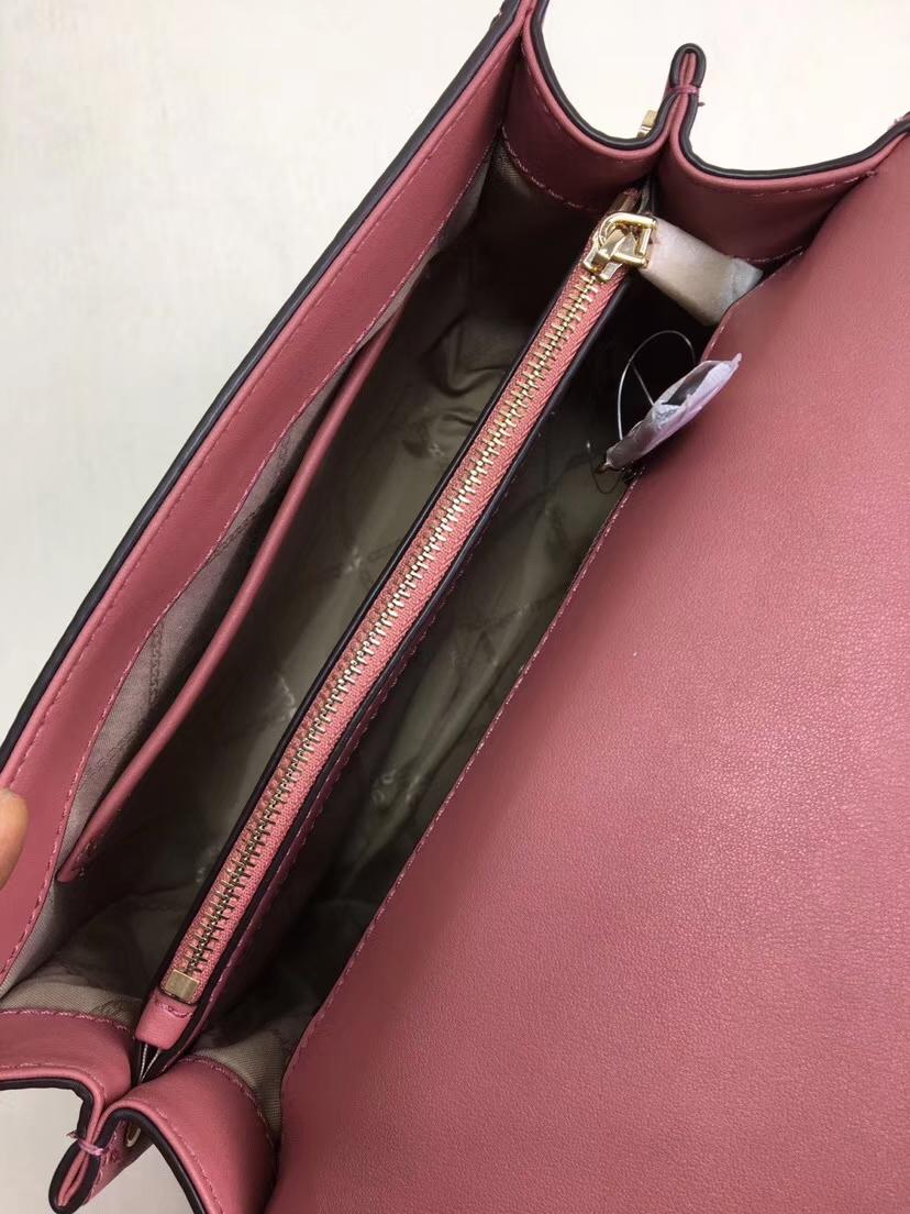 MK女包价格 新款Whitney系列牛皮链条花瓣扣单肩包24CM 郁金香色