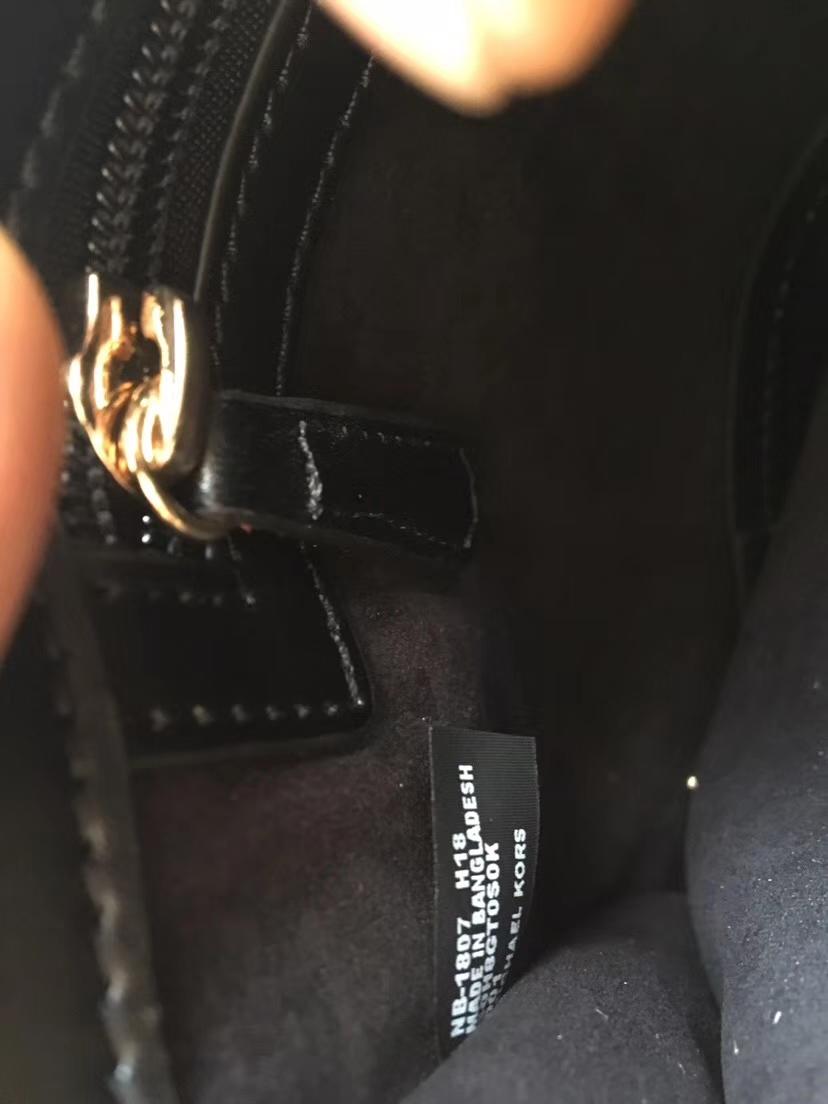 迈克高仕女包 MK新款金边Tatiana风琴包 黑色进口纳帕牛皮手提单肩包包23CM