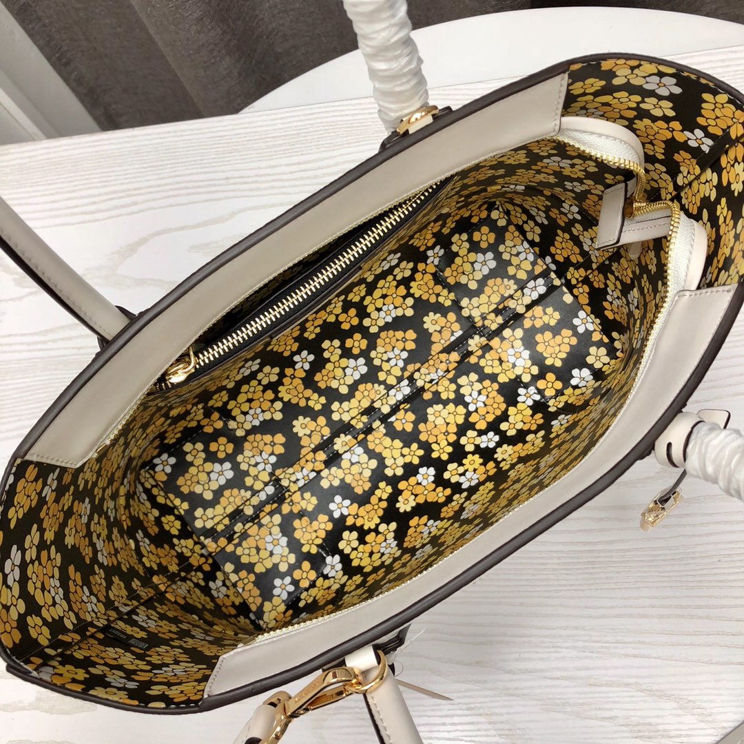 迈克科尔斯女包 MK2019新款荔枝纹牛皮包包手提单肩购物袋31CM 白色