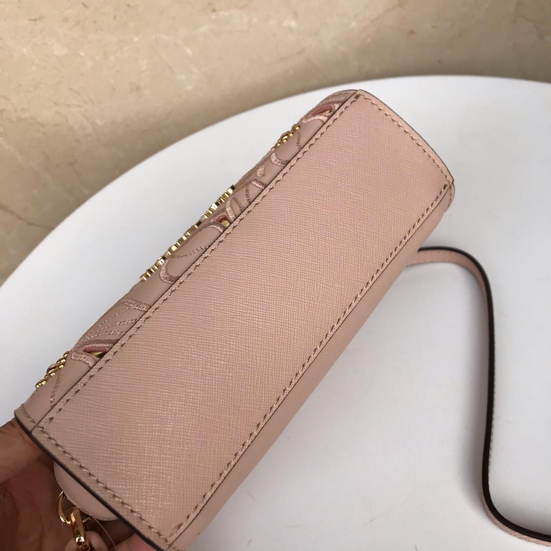 MK包包价格 迈克科尔斯粉色十字纹牛皮花朵刺绣迷你链条斜挎包18CM