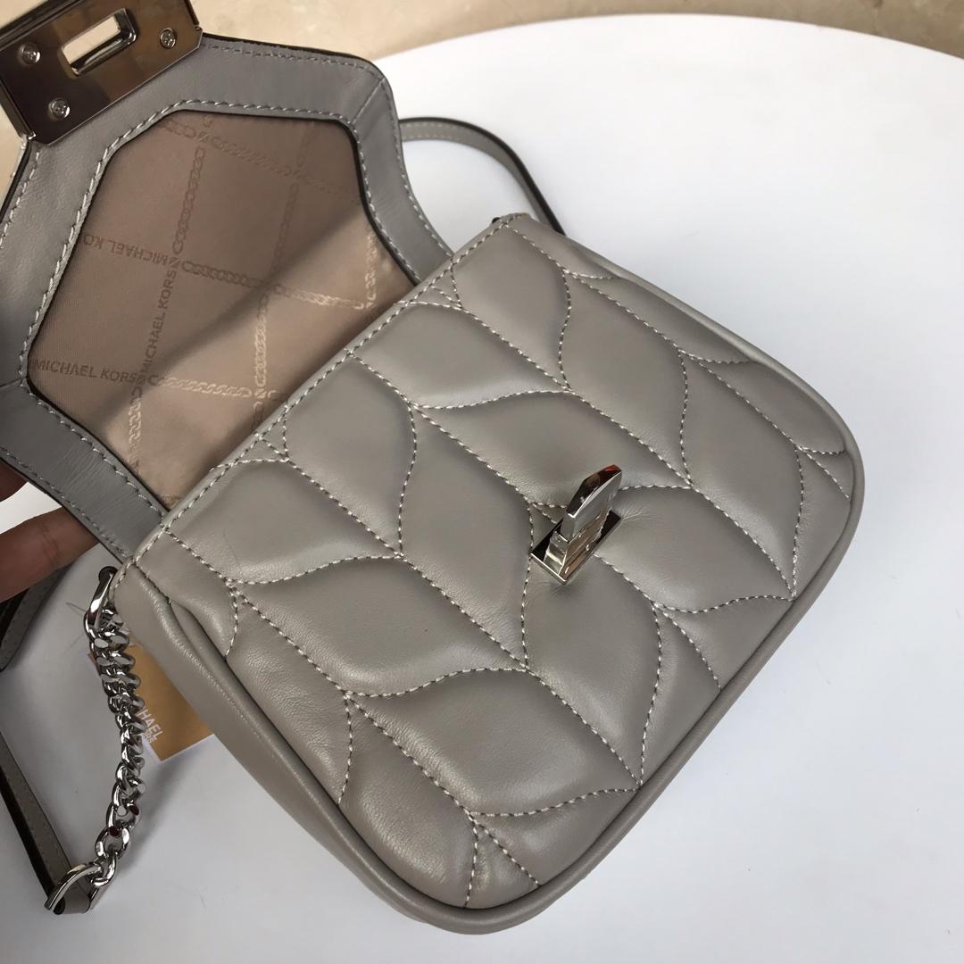 MK包包价格 迈克高仕灰色进口羊皮新款链条斜挎小包单肩女包19CM